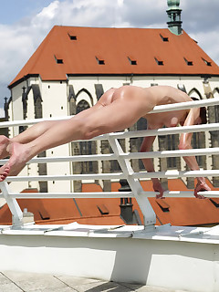 Flexible Yanna is naked on the rooftop