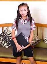 Schoolgi.., Thainee