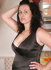 Hot.., Mature.NL